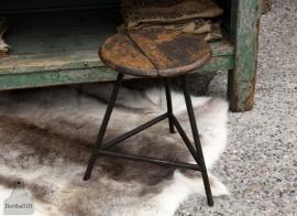 Oude industriële kruk (131226)..verkocht