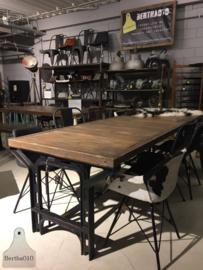 Grote industriële tafel (135016)..verkocht