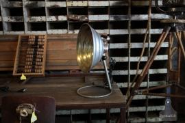 Oude bureaulamp, industrieel (132500)..verkocht