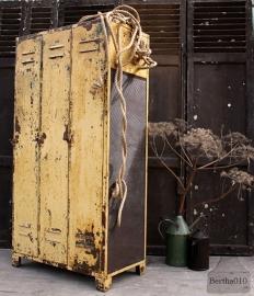 Oude locker met gaas (131940 en 941)..verkocht