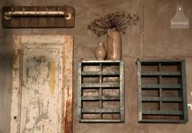 Industrieel hangkastje (130789/790)..verkocht