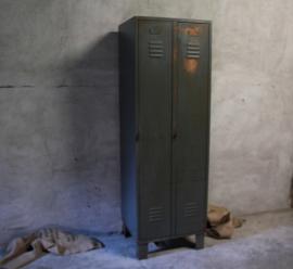 Oude 2 deurs locker (132492)..verkocht