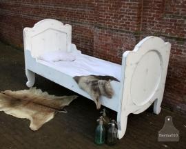 Geleefd, brocante antiek bed (131043)..verkocht