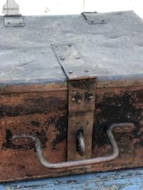 Oud ijzeren kistje (138273)