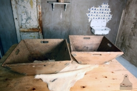 Oude houten (schud) bak (130855)