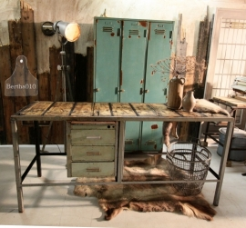 Industrieel dressoir bureau  (130786)..verkocht