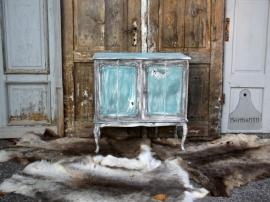 Landelijke turquoise kast (131452)..verkocht