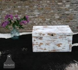Oude geleefde kist (130467)..verkocht