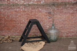 Oud houten werktrapje (137003) verkocht