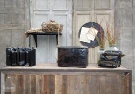 Zwarte ijzeren geleefde kist (131790)..verkocht