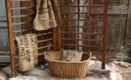 Oude rieten mand middelmaat (131348) verkocht