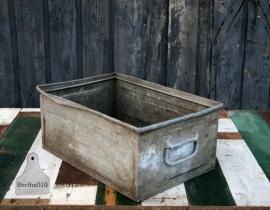 Oude industriele ijzeren kist (130438)