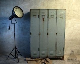 Geleefde lichtblauwe 4 deurs locker (132404) .....verkocht