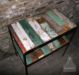 Industriele tafel met oud hout (130312)..verkocht