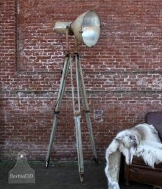 Grote industriële lamp op statief (131281)..verkocht