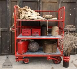 Oude industriële stellingkar, rood (131936)