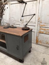 Authentiek dressoir, werkbank, kookeiland (144105) verkocht