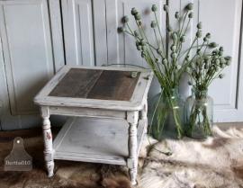 Tafeltje met blad van oud houten planken (131165)..verkocht