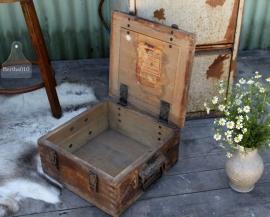 Oude geleefde kist (131088)..verkocht