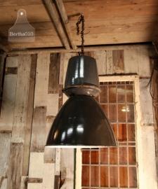 2 oude echte fabriekslampen (130883, 130884)..verkocht