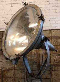 Oude fabriekslamp op statief (137429) verkocht