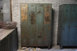 Oude locker 4 deurs (132405)..verkocht