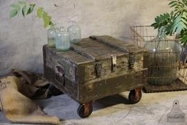 Oude kist op wielen (132156)..verkocht