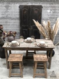Geleefde houten tafel (144470)