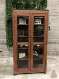 Oude vitrinekast (144518)