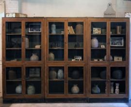 320 cm lange vitrinekast jaren 20 (141877, 141878, 141879) verkocht