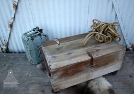 Oude verzendkist op wielen (130826)..verkocht
