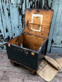 Oude verzendkist op wielen (136873) verkocht