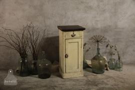 Antiek kastje (132383)..verkocht