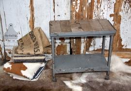 Oud bijzettafeltje (131655)....verkocht