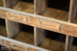 Jaren 20 vakkenkast op wielen (134354)..verkocht