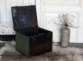 Oude ijzeren kist (131246)..verkocht