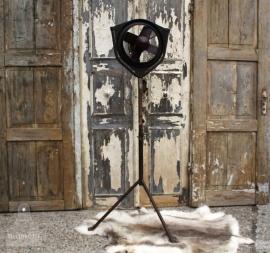 Grote industriële ventilator op statief (131222)..verkocht