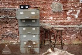 Oude industriële ladekast (130985)..verkocht