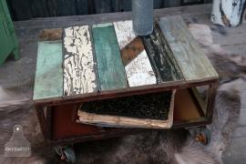 Industrieel sloophouten tafel op wielen ( 130441)..verkocht