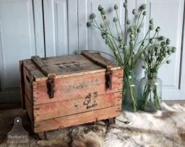 Oude kist op wielen (131166)..verkocht