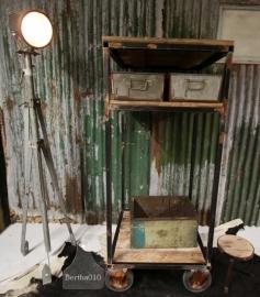 Oude industriele opbergbak (130744)..verkocht