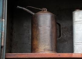 Oude geleefde oliekan (131963)..verkocht