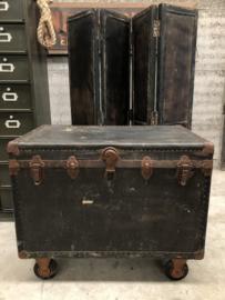 Antieke kledingkoffer (144847)