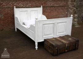 Antiek geleefd twee persoons-bed (131196)..verkocht