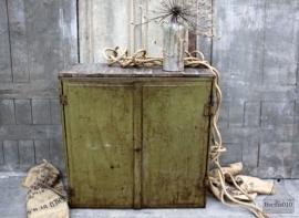 Geleefde ijzeren kast (131973)....verkocht