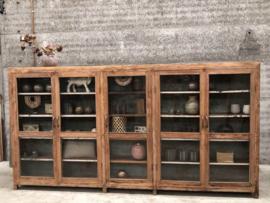 334 cm lange unieke vitrinekast 5 deuren (144043)
