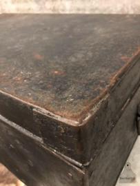 Oude ijzeren kist (144091)verkocht