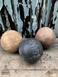 Oude leren gymballen (136869/136870/136871) verkocht