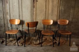 8 authentieke schoolstoelen (132470)