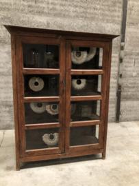 Engelse vitrinekast, 3 zijdes glas (144474)